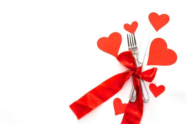 Rode harten, linten en bestek