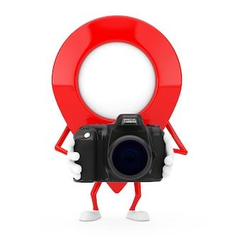 Rode kaart aanwijzer doel pin karakter mascotte met moderne digitale fotocamera op een witte achtergrond. 3d-rendering