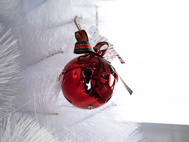 Rode kerstboomversieringen