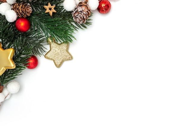 Rode kerstvakantie decoratie op een witte achtergrond
