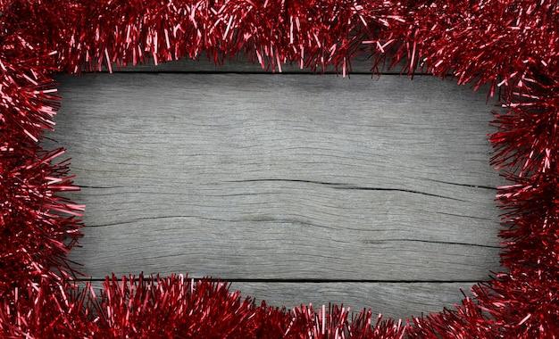Rode kerstversiering frame op de oude houten vloer