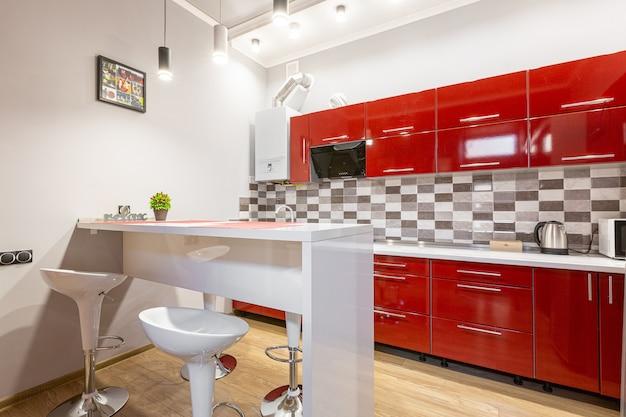 Rode keuken in moderne stijl