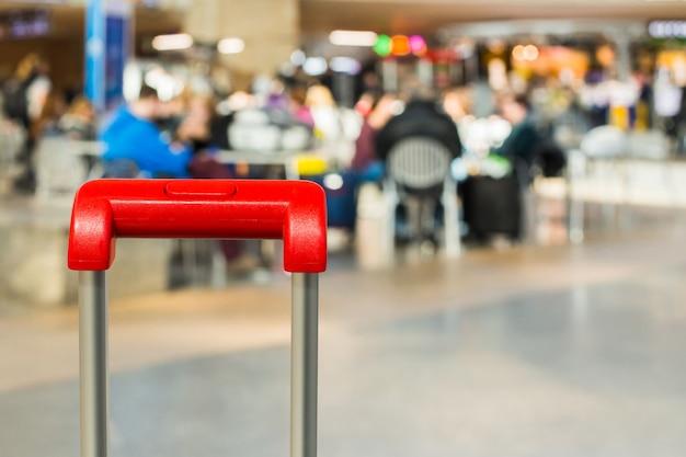 Rode kofferhandvat dichte omhooggaand