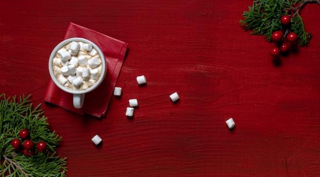 Rode koffiekopje houten houten marshmallow nieuwjaar