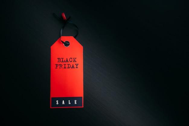 Rode label black friday, close-up, kopieer ruimte.