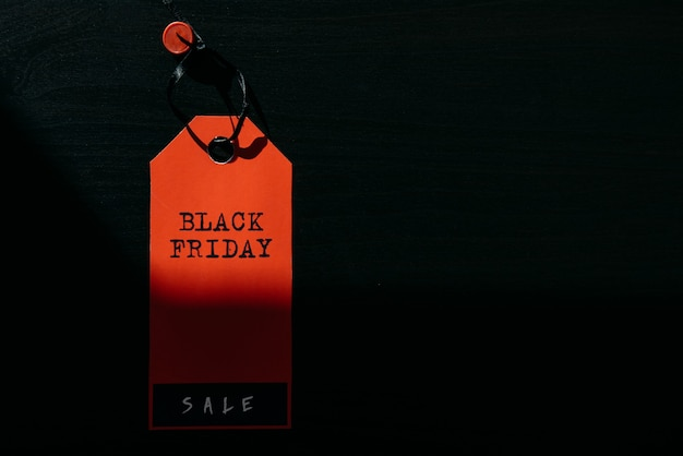 Rode label black friday, close-up, kopieer ruimte