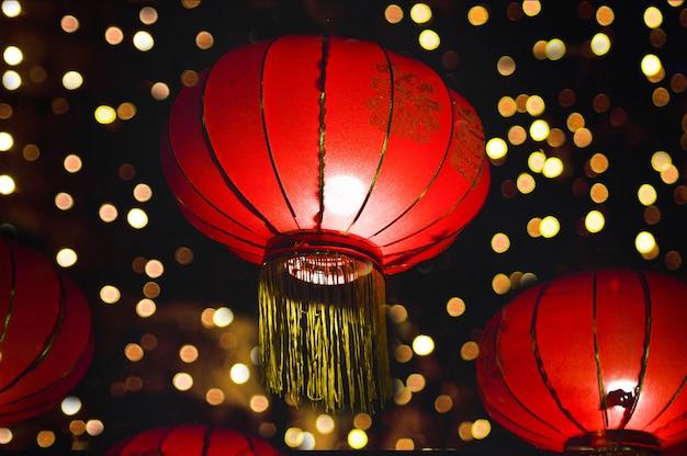 Rode lantaarns voor chinees nieuwjaar 's nachts