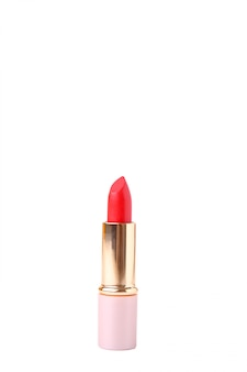 Rode lippenstift die op witte achtergrond wordt geïsoleerd. verzinnen
