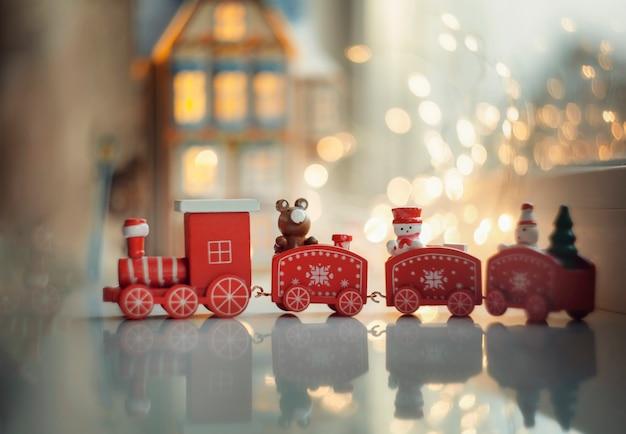 Rode mooie kleine kersttrein