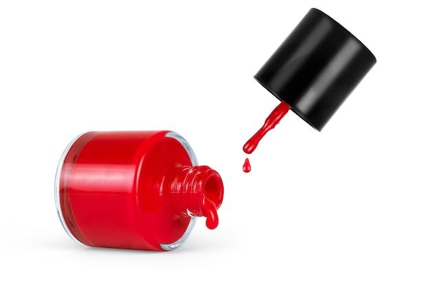Rode nagellak fles met splash geïsoleerd op wit