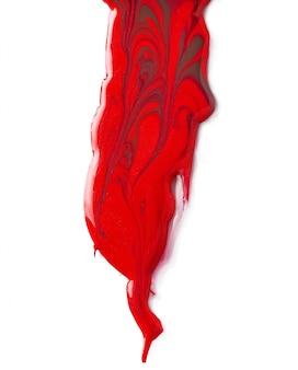 Rode nagellakvlekken die op witte achtergrond worden geïsoleerd