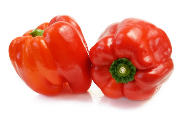 Rode paprika op witte achtergrond paprika paprika