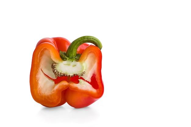 Rode peper geïsoleerd op een witte achtergrond
