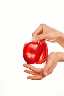 Rode peper in de hand ingrediënt gezonde voeding vitaminen