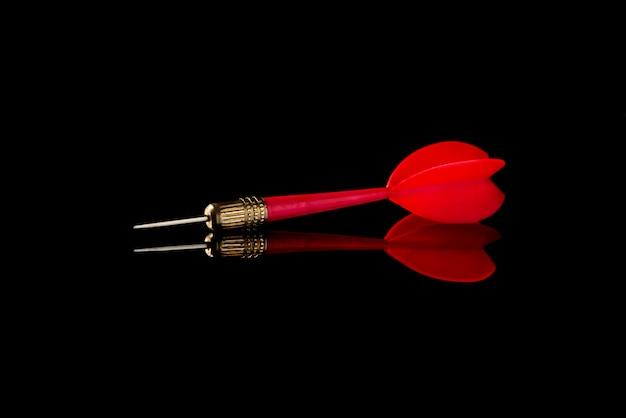 Rode pijl op zwart. raak het doel