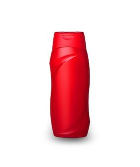 Rode plastic fles met mannelijke shampoo gesneden op een wit oppervlak