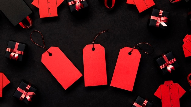 Rode prijskaartjes zwart en geschenkdozen