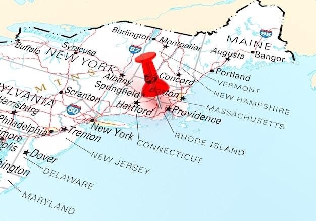 Rode punaise over rhode island state usa kaart. 3d-rendering
