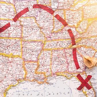 Rode richting op de kaart met de gemarkeerde plaats