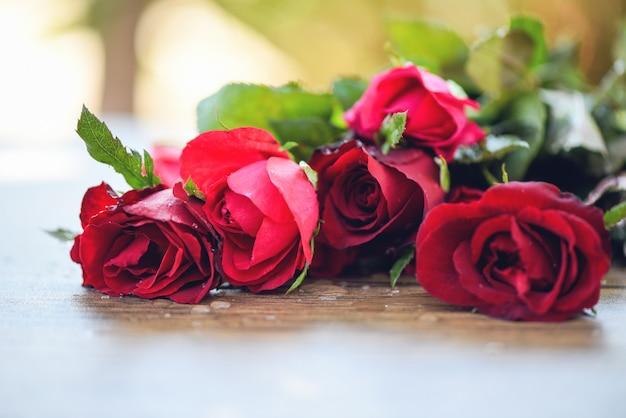Rode roos bloemboeket / roze en rode rozen valentijnsdag liefde