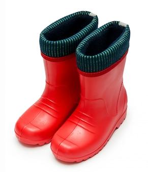 Rode rubberen kinderlaarzen met manchet ruw regenachtig weer