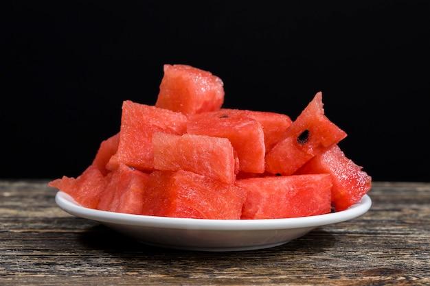 Rode sappige watermeloen in stukjes gesneden