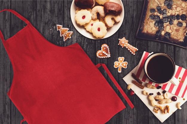 Rode schort in een scène van kerstmis