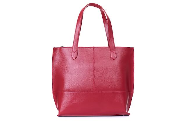 Rode stijlvolle dames lederen tas op een witte achtergrond