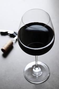 Rode wijn in glas