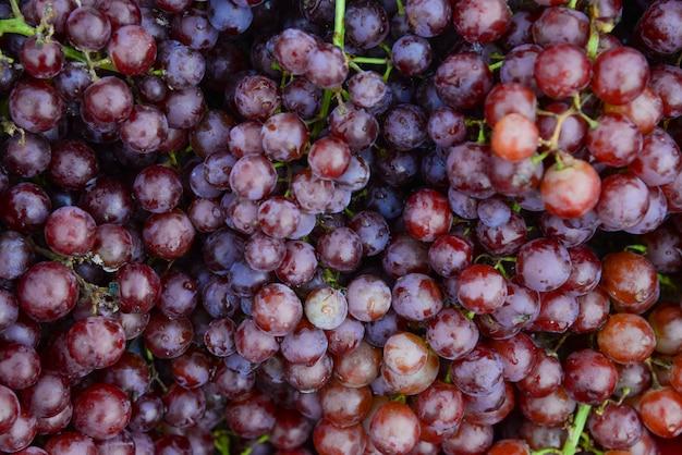 Rode wijndruiven van druiven plantaion na oogst.gezond, zoet en vers grapefruitpatroon voor achtergrond