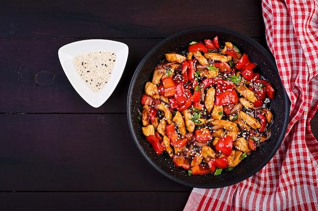Roerbak kip, paprika en groene ui