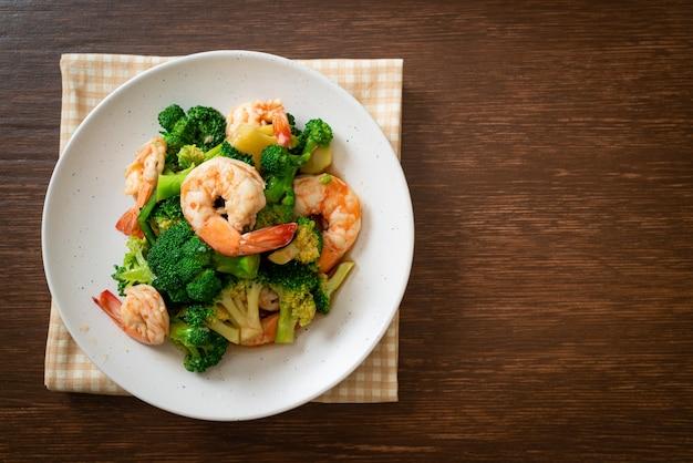 Roergebakken broccoli met garnalen - huisgemaakte gerechten