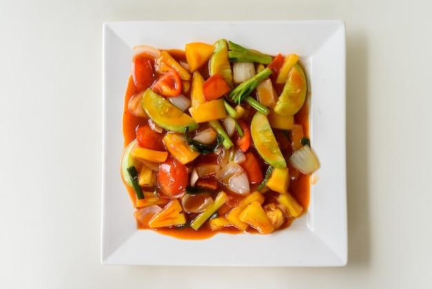 Roergebakken groenten met zoetzure saus