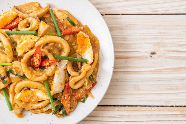 Roergebakken inktvis met zout ei - aziatisch eten stijl