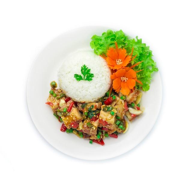 Roergebakken knapperig varkensvlees met thaise basilicum chilipepers