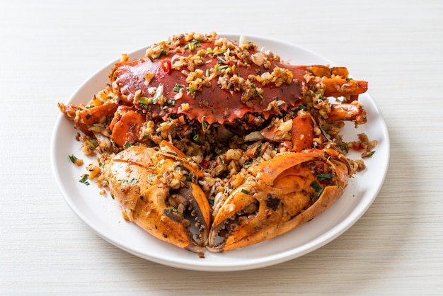 Roergebakken krab met pittig zout en peper