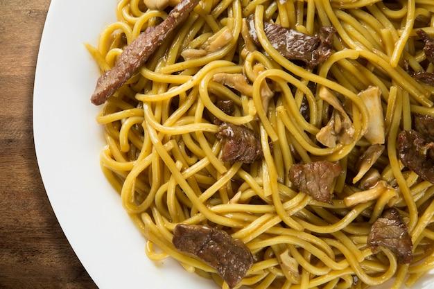 Roergebakken noedels, chow mein, chinese keuken