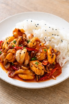 Roergebakken octopus en koreaanse pittige pasta