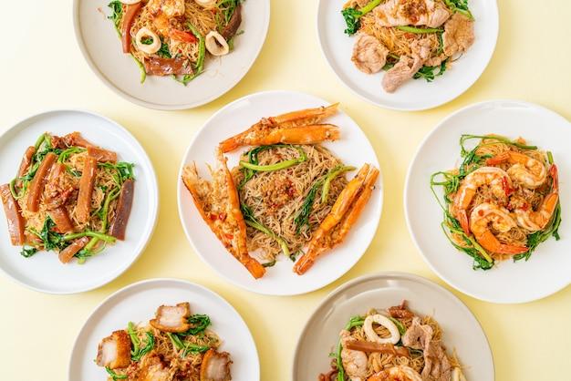 Roergebakken rijstvermicelli en watermimosa met mix topping