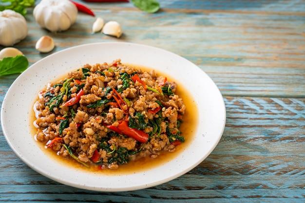 Roergebakken thaise basilicum met varkensgehakt