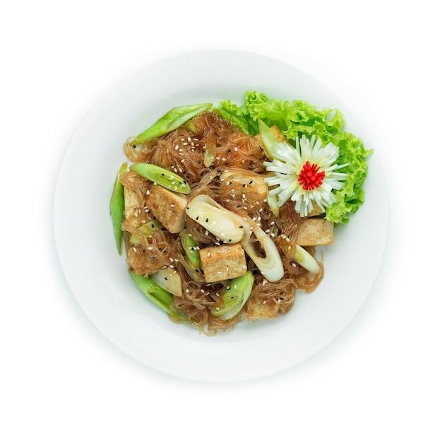 Roergebakken tofu met vermicelli-noedels en prei koreaans eten