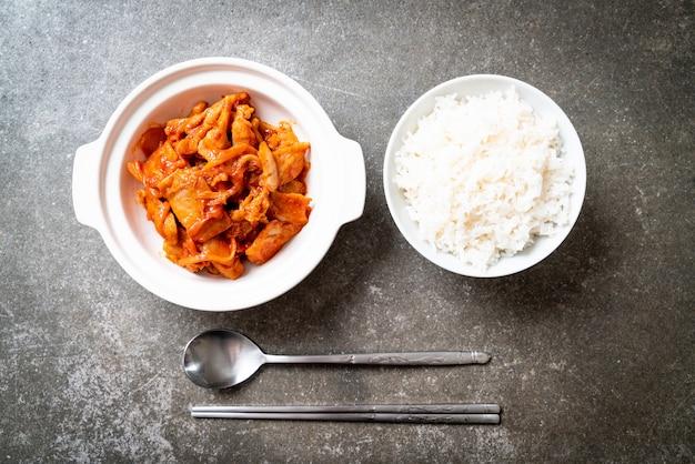 Roergebakken varkensvlees met kimchi