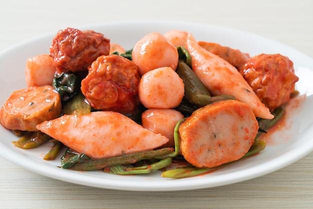 Roergebakken visballetjes met yentafo saus - asian food style