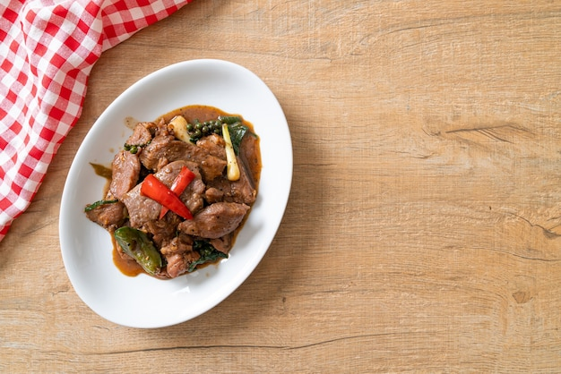 Roergebakken zwarte peper met eend - aziatische eetstijl