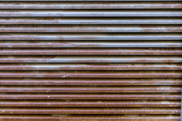 Roestig metalen oppervlak met lijnen