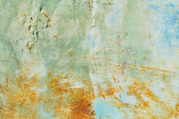 Roestige blauwe en grijze ijzeren muur