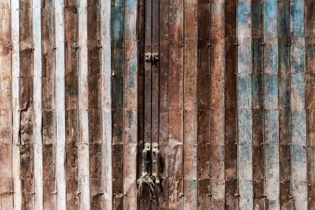 Roestige deur