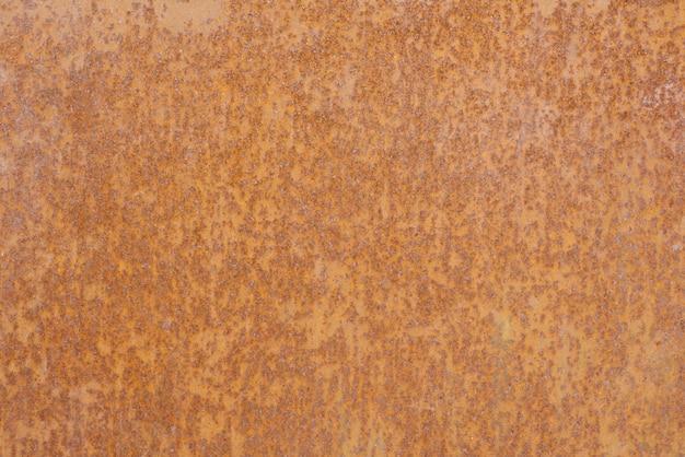 Roestige metalen plaat van bruin gele kleur