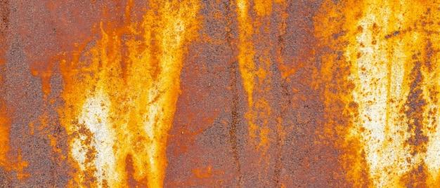 Roestige metalen textuur. achtergrond van afbladderende verf en roestig oud metaal. metalen textuur met krassen en scheuren als achtergrond