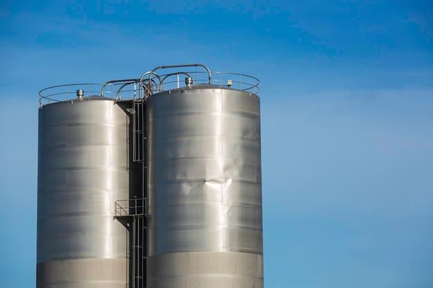Roestvrijstalen twee silo's in de chemische industrie beschadigen de lasverbinding.